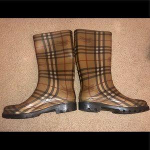 Burberry rain boots size 7 (no box)